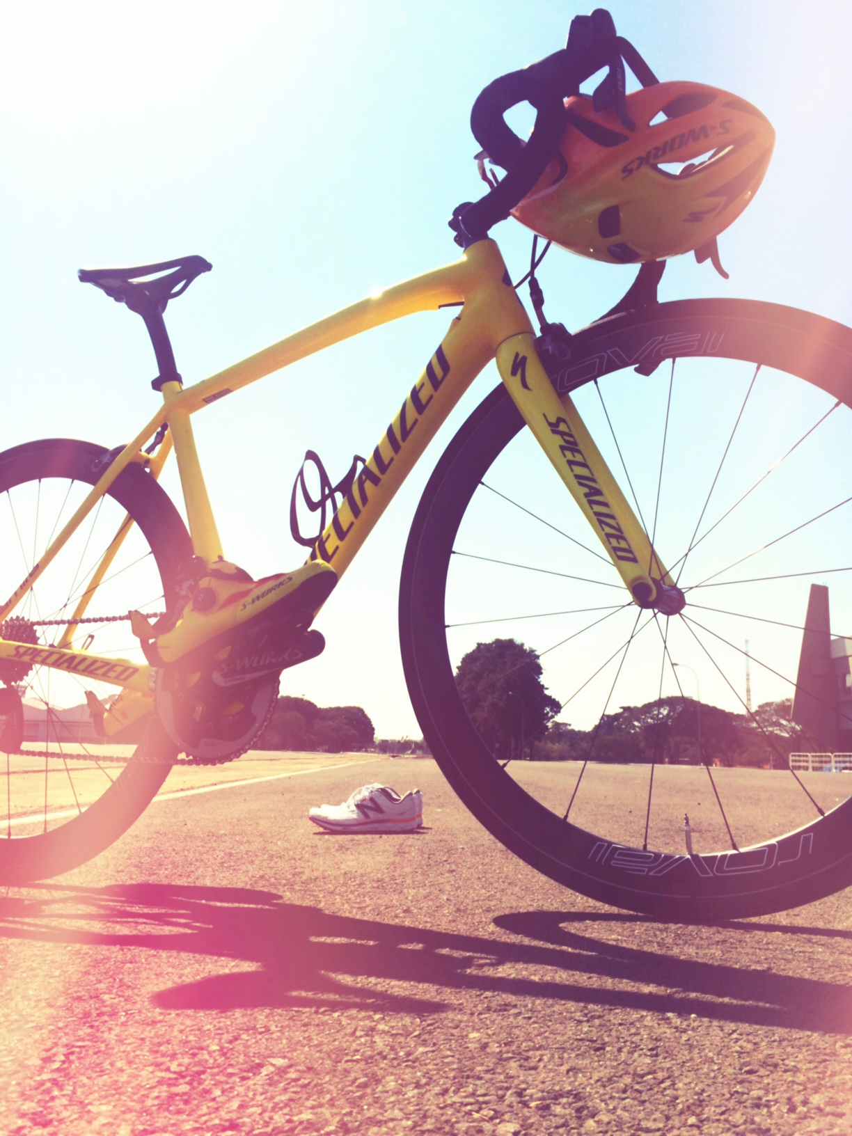 Non Stanford′s cool Specialized bike. Paint changed colour from orange to yellow over 22degrees!